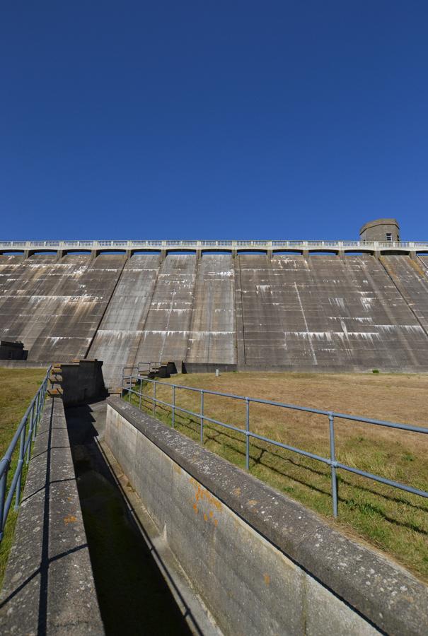 4 dam long