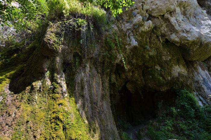 Daunbe Waterfall